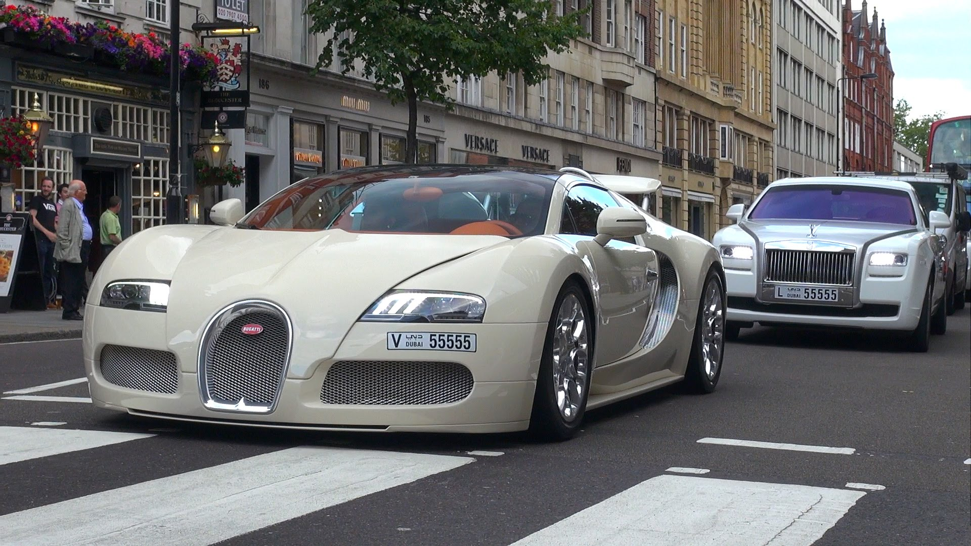 gorgeous-bugatti-veyron-16-4-grand-sport-hits-the-streets-of-london Remarkable Porsche 918 Spyder On the Road Cars Trend